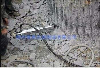 劈裂机在钢筋混凝土基础/结构的拆除与局部改造?#26800;?#20351;用方法