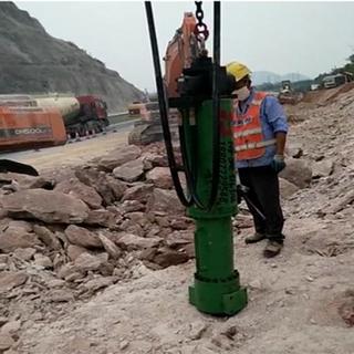 大型劈裂機成為高速擴建劈裂石頭專業設備