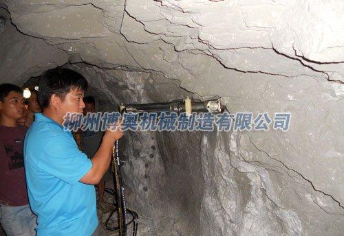 隧道溝渠及其它巖石的挖掘劈裂機的使用方法