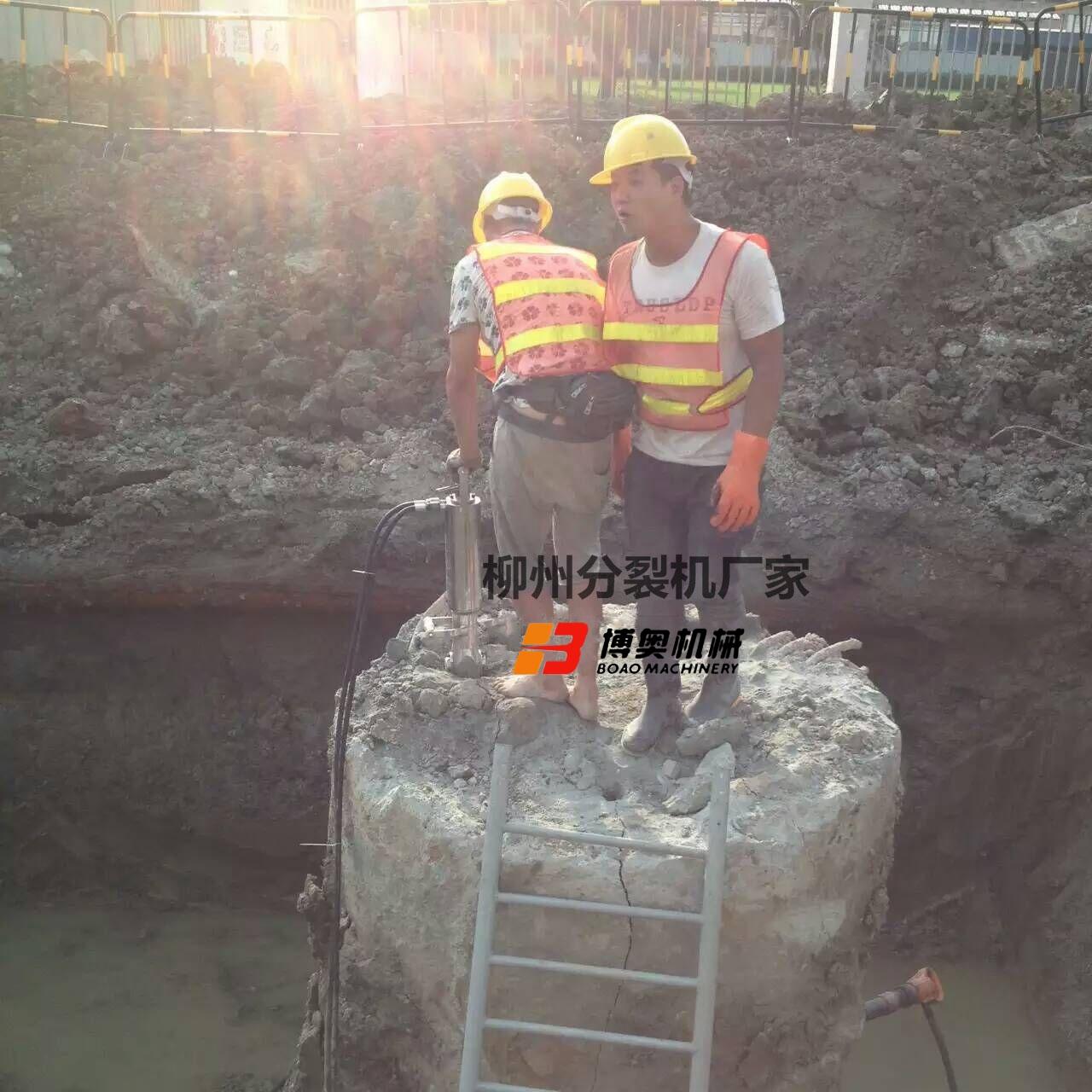 橋面梁混凝土水泥柱拆除設備劈裂機