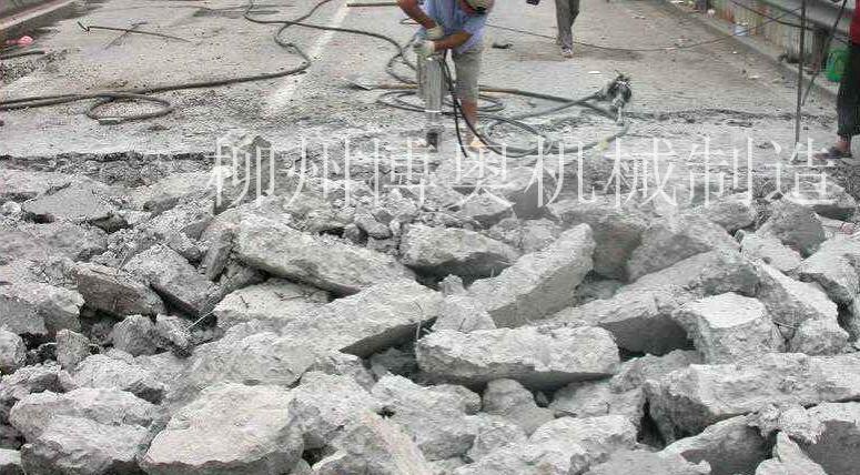 钢筋混凝土路面拆除
